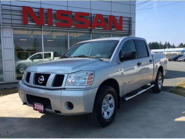 2006 Nissan Titan XE 4X4, Step rails tow package!