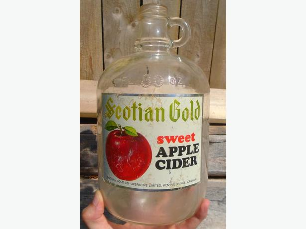 VINTAGE 1964's SCOTIAN GOLD APPLE CIDER (80 oz.) PAPER LABEL JUG