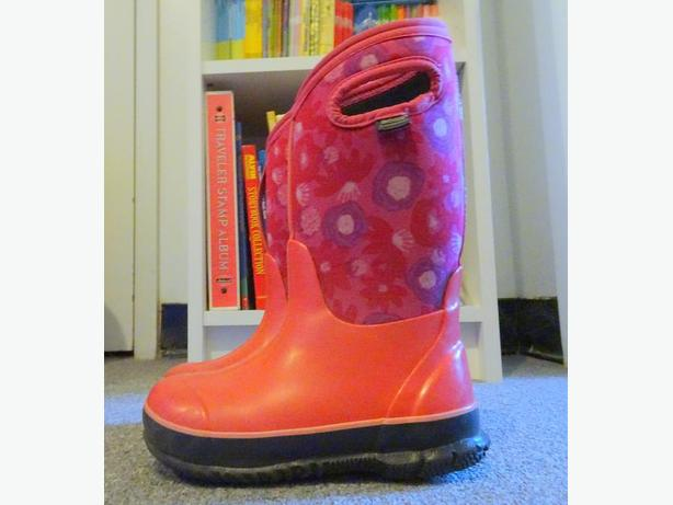 BOGS - GIRLS WINTER BOOTS - SIZE 12