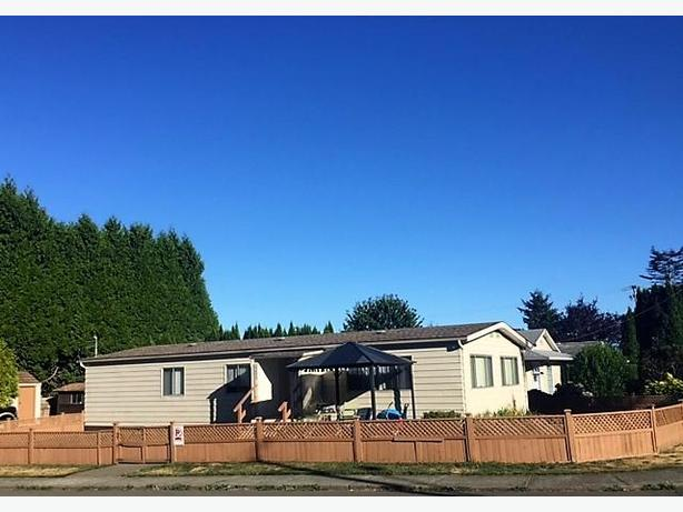 Corner lot in Courtenay with 3 bedroom home