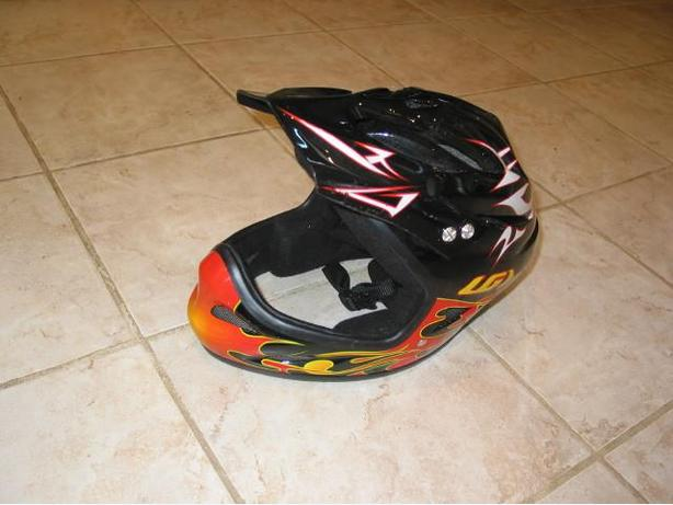 LG (Louis Garneau) Buzz 2 Helmet fullface size small