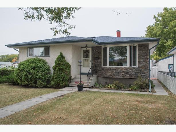 Meticulously Maintained Bungalow in East Transcona - Jennifer Queen