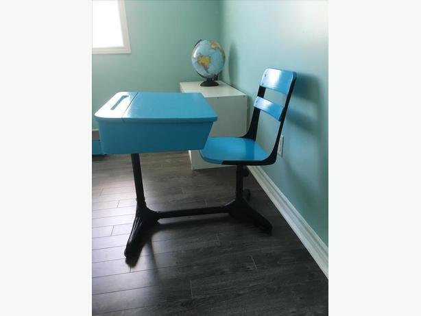 Lift-Lid Old School Desk in Blue and Matte Black