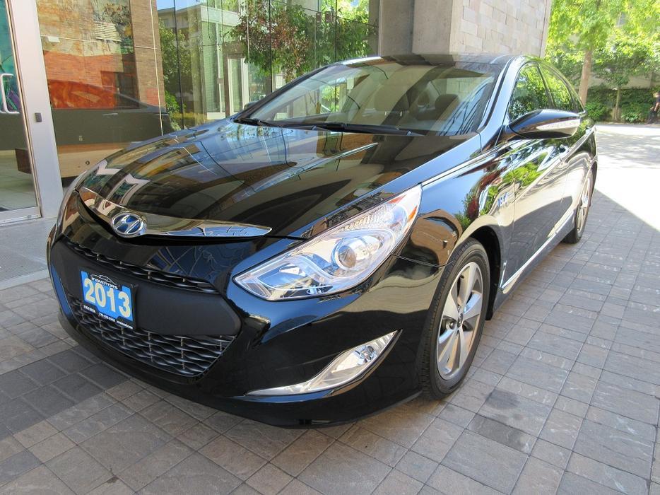 2012 hyundai sonata hybrid limited on sale 50 km fully loaded victoria city. Black Bedroom Furniture Sets. Home Design Ideas