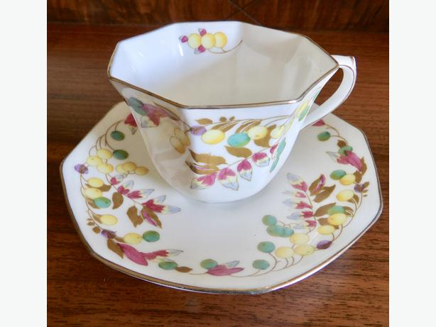 Assorted Teacups & Saucers Royal Doulton, Royal Albert...