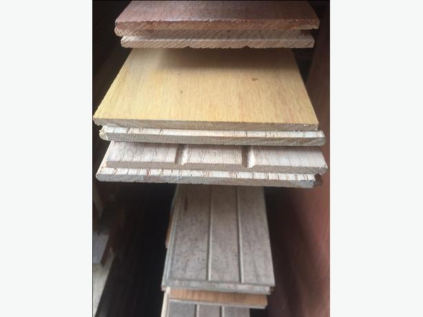 5.25 x 3/4 oak flooring  450 per 100 sq ft  approx 500 sq ft available