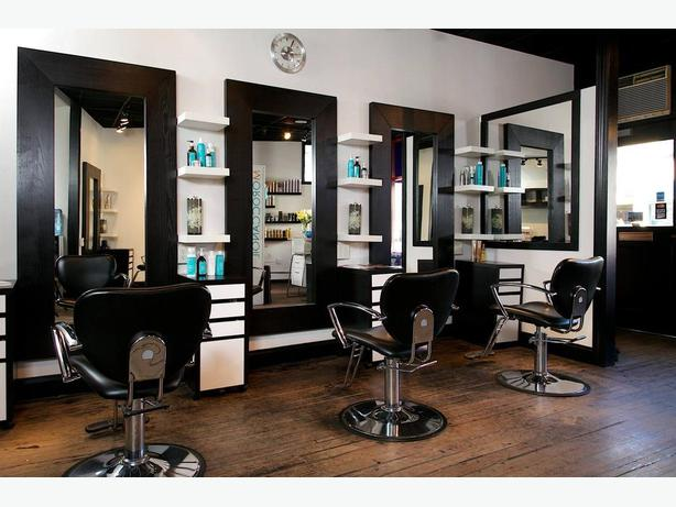 REDUCED PRICE!! OK-0086 Well located Hair Dressing Salon in Chomedey, Laval.