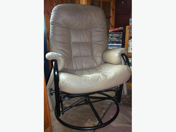 Swivel Chair with Foot Stool