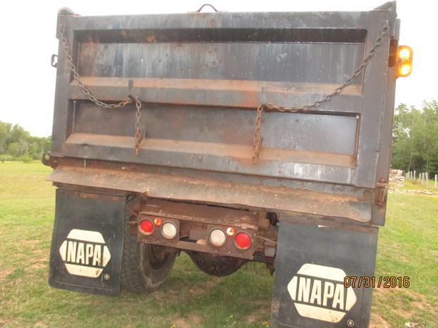 1991 GMC Dump Truck with sand spreader!