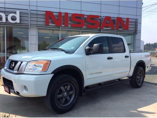 2015 Nissan Titan PRO-4X CREW CAB 4X4 Tow package, Back-up camera!