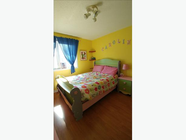 Girl's Bedroom Set for Sale!