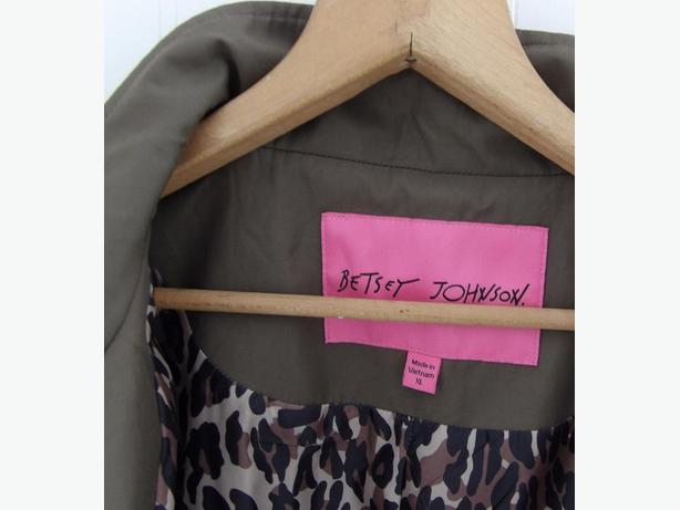 BETSY JOHNSON Cape Trench Rain Coat Jacket- Excellent Condition