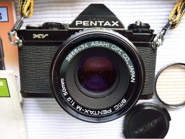 Pentax MV 35mm film SLR camera w. 50mm f2 Pentax lens