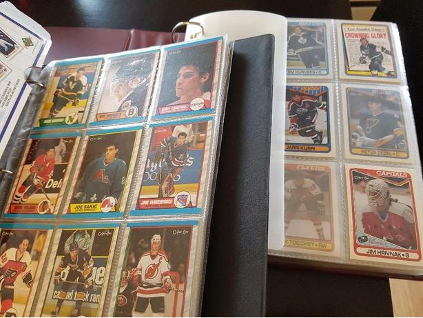 approx 2500 hockey and baseball cards