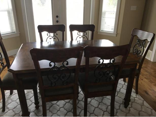 Stunning Furniture, 1 DAY MOVING SALE, must go: SUN 3pm (PARKSVILLE)