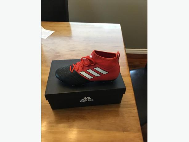 Addidas ACE 17.1 Boys soccer cleats  Size 4