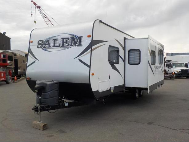 2014 Forest River Salem T27DBUD 27 Foot Travel Trailer with 1 Slide Out