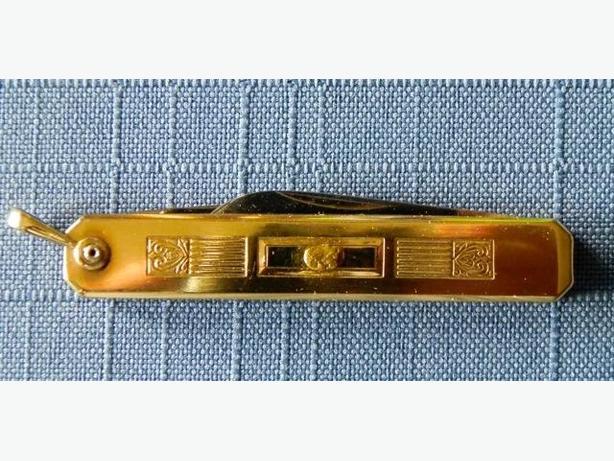 Vintage Voos Folding Knife / gold nugget