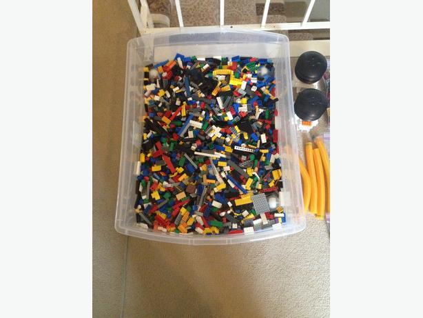 Large lot of sorted LEGO