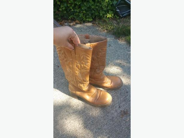 size 7-7 and half Roxy cowgirl boots