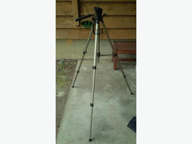 "Mx 2000 Tripod Full Size 61"" With Carrying Case"