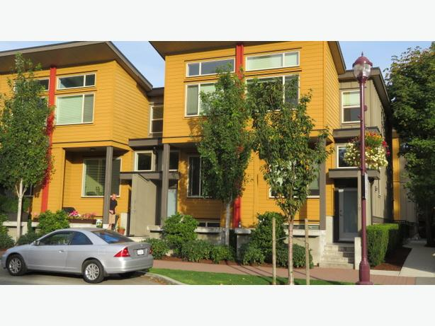 Modern 3-4br Townhouse in Langford, pet friendly available immediately