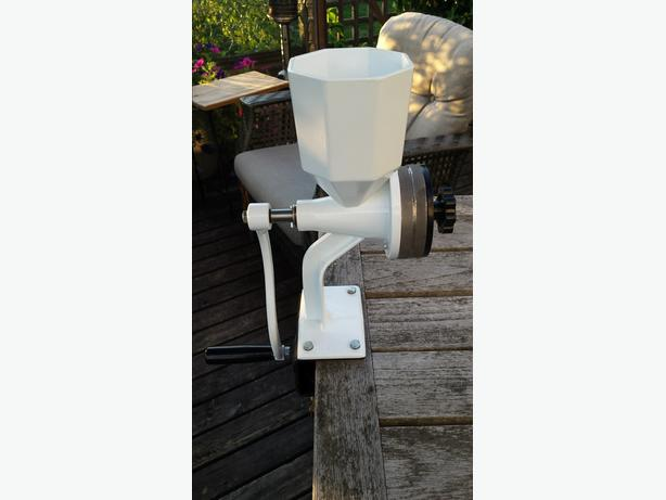 Wonder Junior Deluxe Hand Grain / Flour Mill by Wondermill