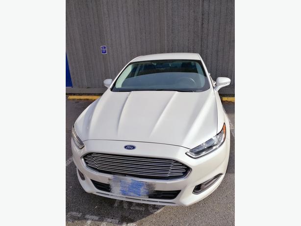 $13,900/2013 Ford Fusion SE/1.6L Eco-boost/ Only 26,500 Km/ Local Victoria