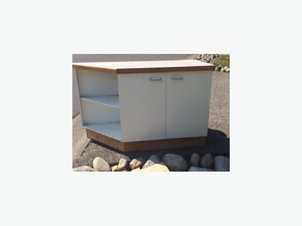 FREE: Cabinets w/ countertop