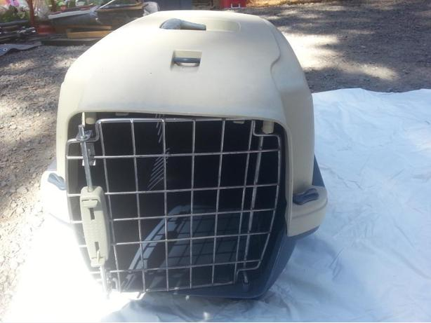 Small pet carrier / kennel