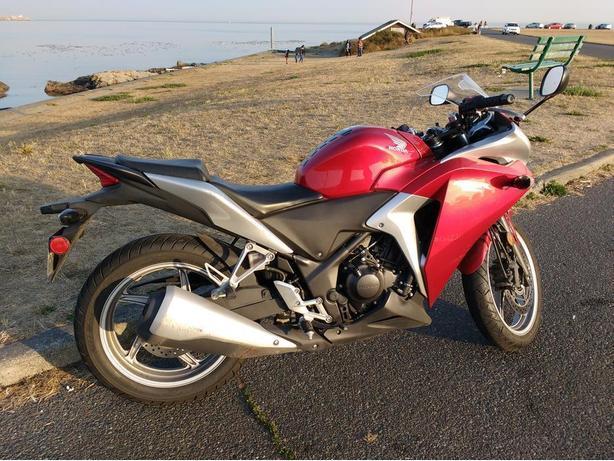 2011 Honda CBR250R ABS **Excellent Condition** O.B.O!
