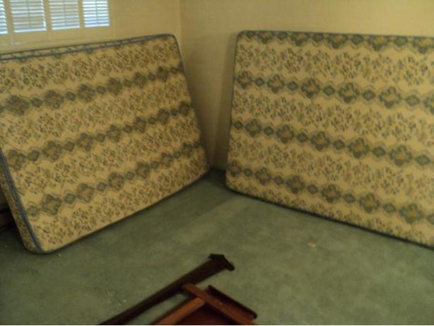 FREE: Double size mattress & boxspring