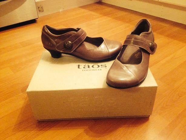 Almost New Women's Size 6 Dress Shoe