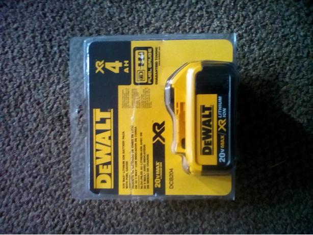 DeWALT 20V XR 4AH BATTERY BRAND NEW,!!