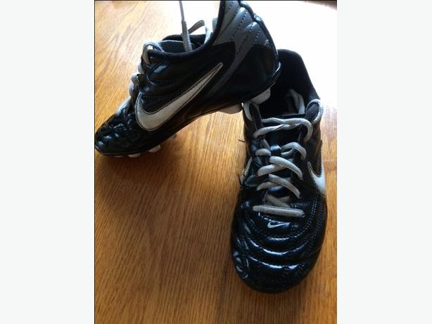 soccer cleats- size 2 youth-