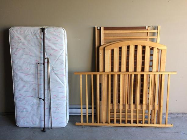 FREE: Stork Craft Crib in excellent condition
