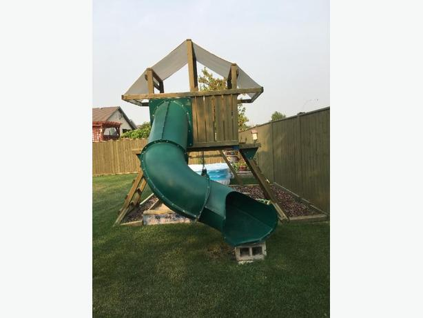 Wood Playstructure with slide