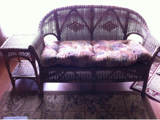 Wicker love seat and end table