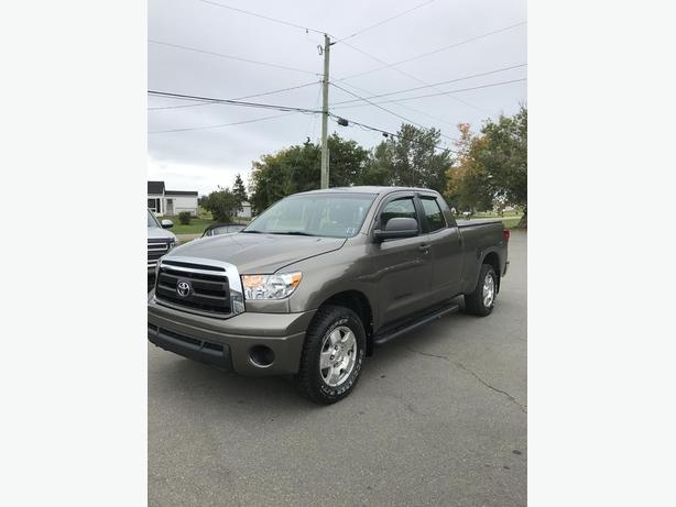 2010 TOYOTA TUNDRA SR-5 DOUBLE CAB 4X4 !! ONLY 159,000 KMS !!
