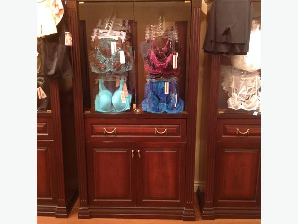 Gorgeous custom made MAHAGONY wood display case / hutch/cabinet