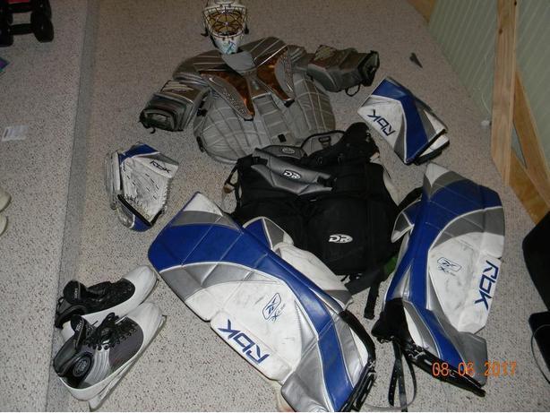 Senior Adult Hockey Goalie Equipment. Complete set.