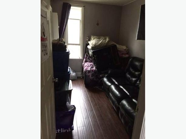 LARGE 1 BEDROOM APT, HEAT AND LIGHTS INCLUDED