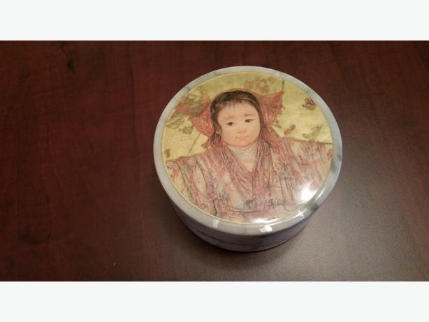 Ceramic Trinket box