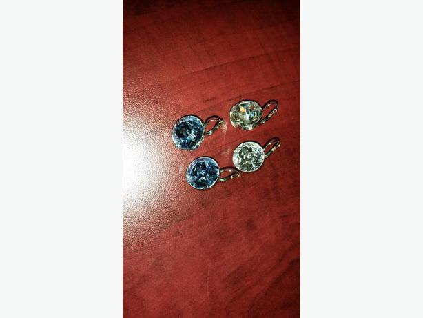 2 pairs of swarovsky earrings. color: clear & bleu.