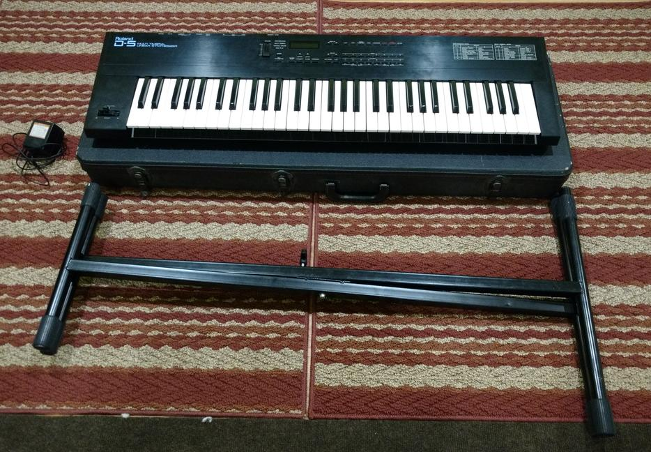 synthesizer keyboard roland d 5 midi with stand case gloucester ottawa mobile. Black Bedroom Furniture Sets. Home Design Ideas