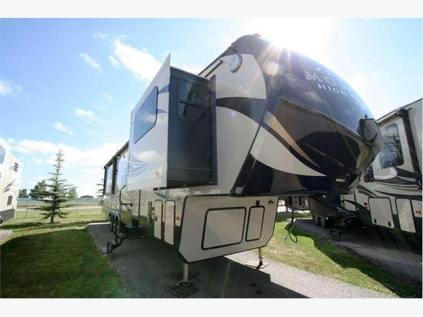 2018 KEYSTONE RV MONTANA HIGH COUNTRY 380TH