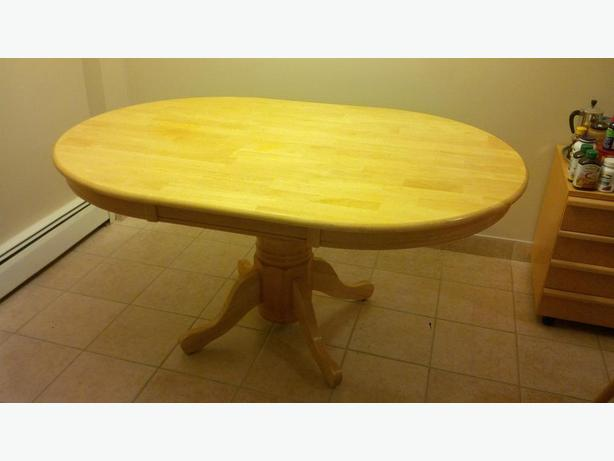 Kitchen Table with 4 chairs - solid wood, excellent condition