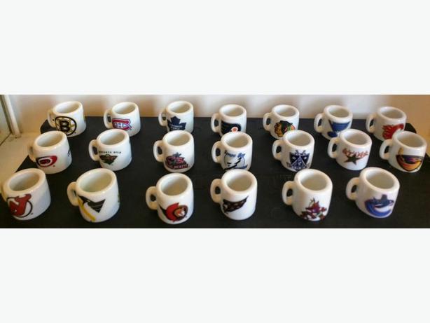 20 NHL mini mugs