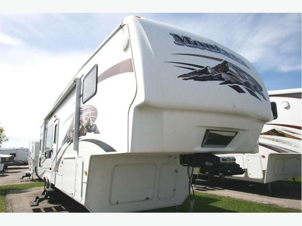 2009 KEYSTONE RV Montana 3000RK