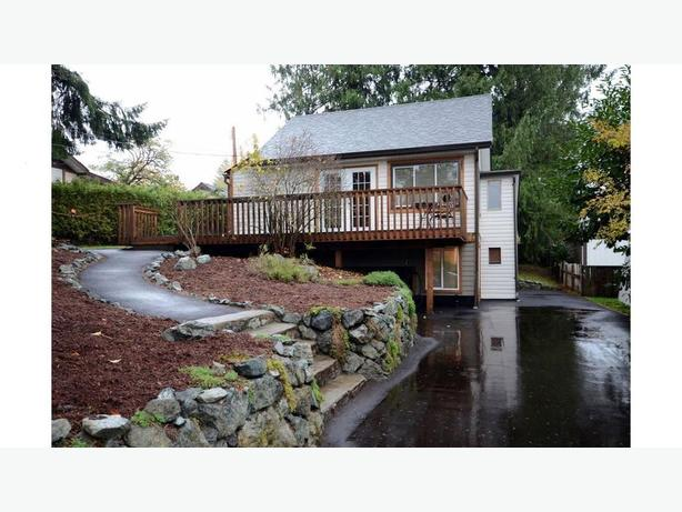 House In The Heart Of Lake Cowichan